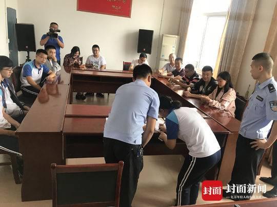 大学生翻墙进母校盗窃13部手机 被刑事拘留
