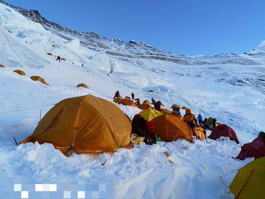 老总花50万登顶珠峰:不是有人发现氧气堵塞 我就回不来了!