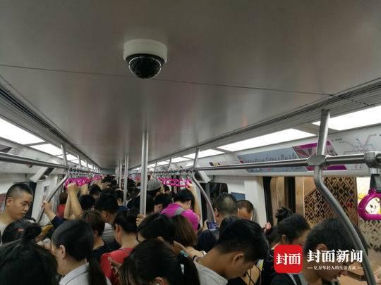 成都地铁3号线突发设备故障 市民半小时没等到车