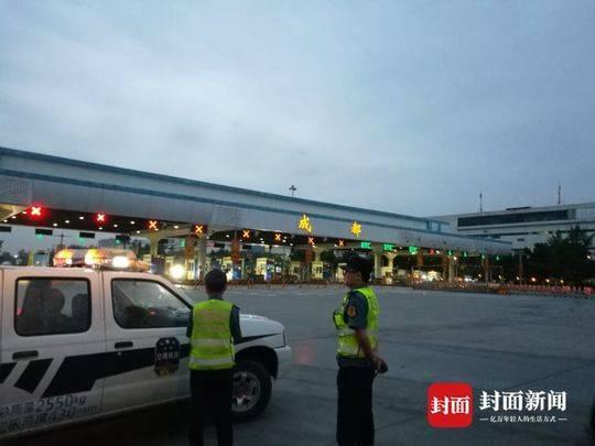 整治成都旅游客运市场 执法部门查获30余辆违规大巴