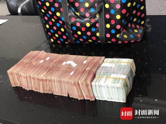 男子搬家落下28万现金在电梯 邻居下楼取快递捡到后报警