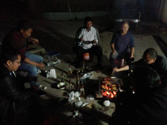凉山扶贫干部的中秋夜:吃顿火盆烧烤 和村民一起过节