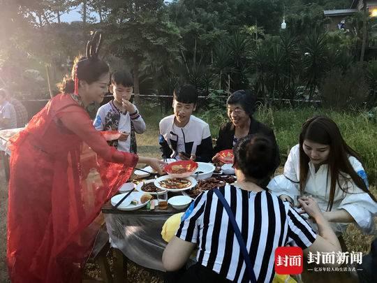 中秋小长假吸金3.67亿元 76万多游客乐游自贡