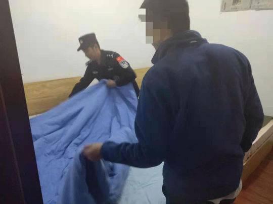 男子到川藏線網紅打卡點跳江 民警解救后整夜陪他等家人