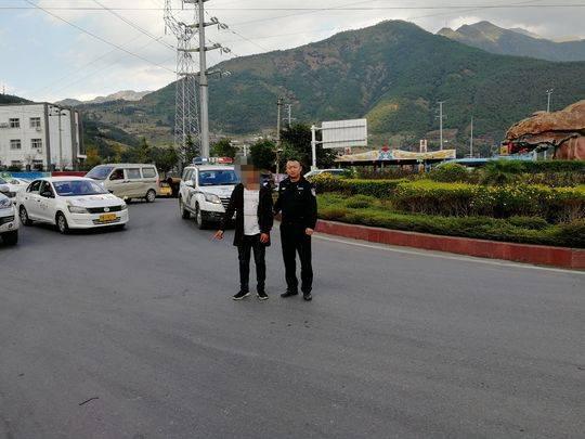 男子无证驾驶撞人逃逸 民警门缝里认出肇事车辆确定犯罪嫌疑人