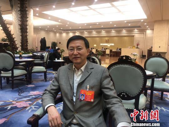 全国人大代表、四川大学华西医院教授甘华田。 贺劭清 摄