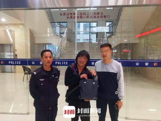 目睹奥迪车内包包被盗 身体不便的卖报青年智取财物并报警