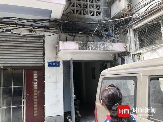 """老小區電線爆燃 居民有""""火"""":這是樓下凍庫惹的禍"""