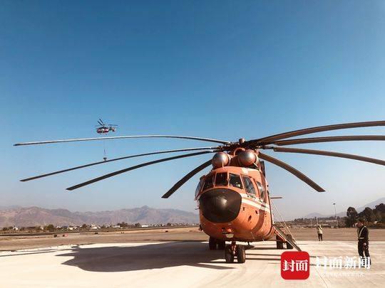 直击四川木里森林火灾丨3架直升机出动灭火 2架正前往增援