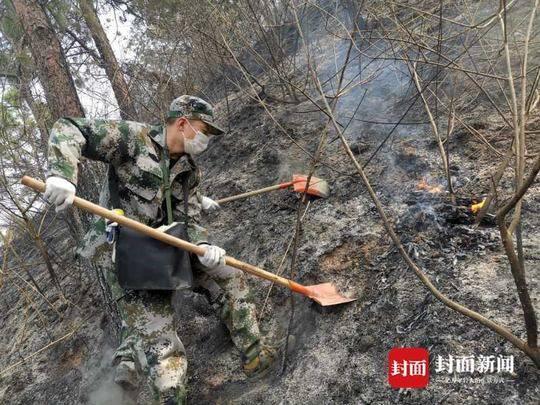 西昌森林火灾中的95后扑火队员:火烧到家门口我不保卫谁来保