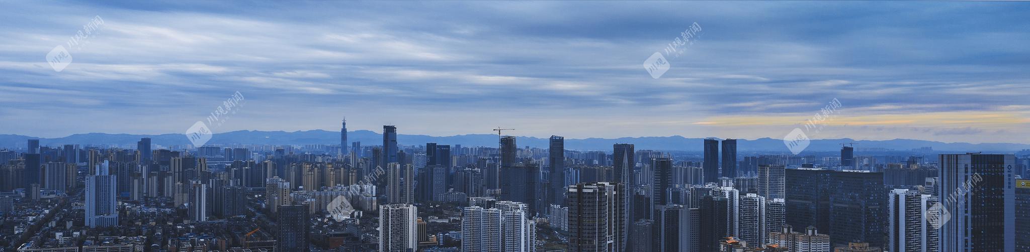 在成都市区东望龙泉山脉 四川在线记者 陈旻翔 摄影