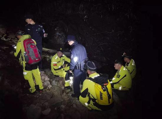 失恋女子为散心爬千米高峰 迷路获救后因擅入自然保护区被罚