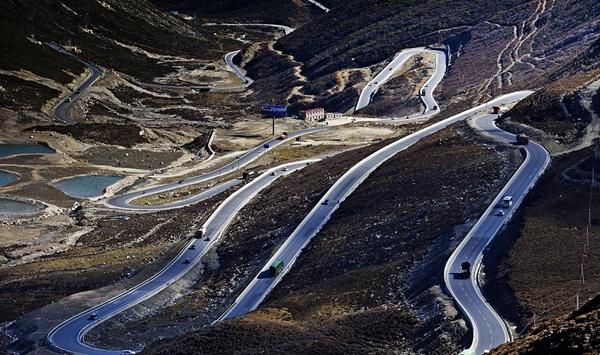 人民日报晒甘孜农村公路建设三年攻坚成绩单:道路通了人民幸