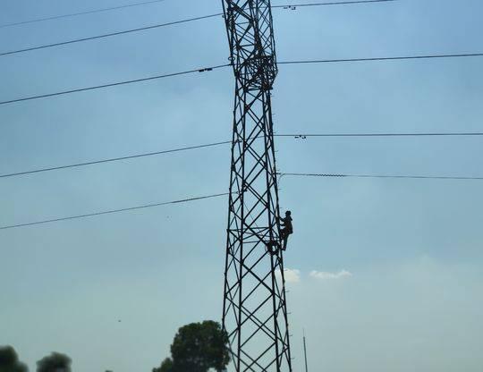 挺住!成都电网用电负荷再创新高 飙拢1244.2万千瓦