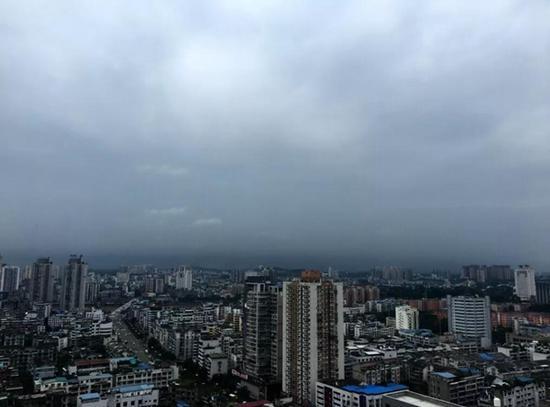 目前,内江城区乌云密布