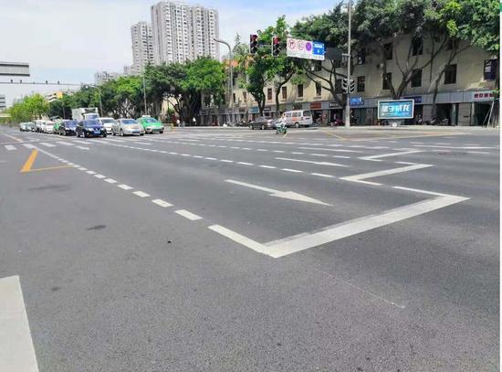 为缓解拥堵 成都交警用这个办法让这些路口每小时多放行超600