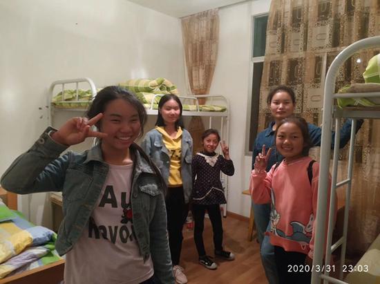 为撤离群众免费提供住宿 西昌山火中一对志愿者夫妻的24小时