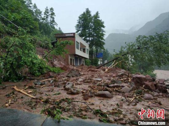 暴雨造成泥石流灾害,部分道路中断。巴中应急提供