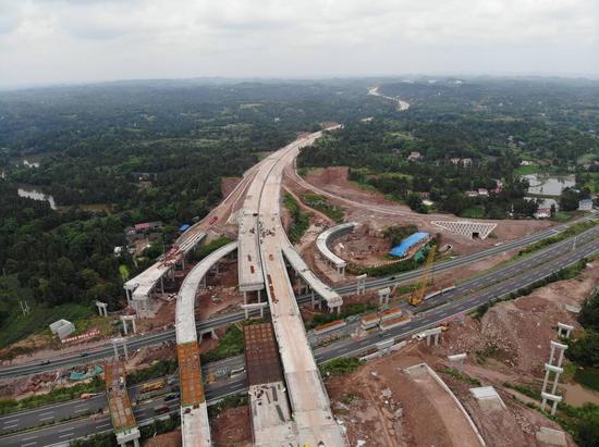 正在建设中的成资渝高速公路资阳段。