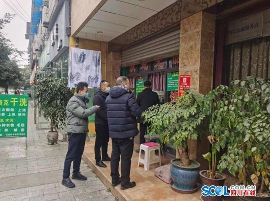 深入一线精准督查! 广汉市纪委监委为疫情防控提供坚强纪法保