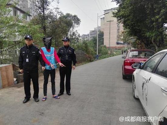 自贡5人凌晨狂砸10余车实施盗窃 已被警方刑拘