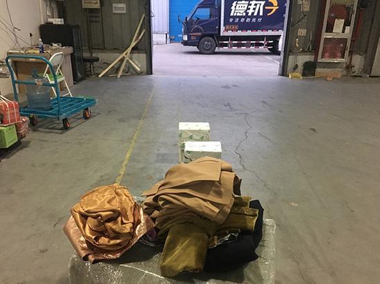 快递交给德邦四个月后:订单莫名作废 货物散落仓库还丢两件