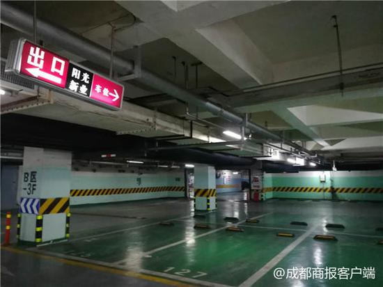 ▲小区空荡荡的地下停车场