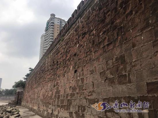 网友点赞嘉州古城墙维修加固工程做得好