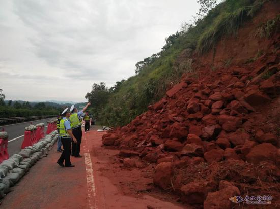 乐宜高速犍为段突发泥石流 乐山到宜宾需这样绕行