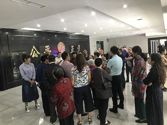 广安女副区长遭家暴致死案开审:男友被控故意伤害罪