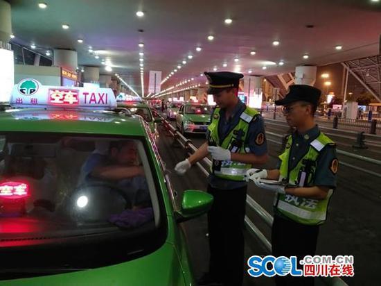 拒载、向外吐痰、更改计价设施…成都224辆出租车司机被罚