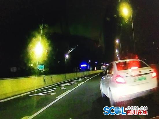 成都网约车司机路上斗气 连续3次别车被处罚