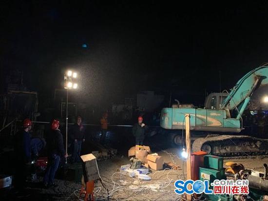 受泸州山体滑坡影响的11个村今晚全部恢复用电