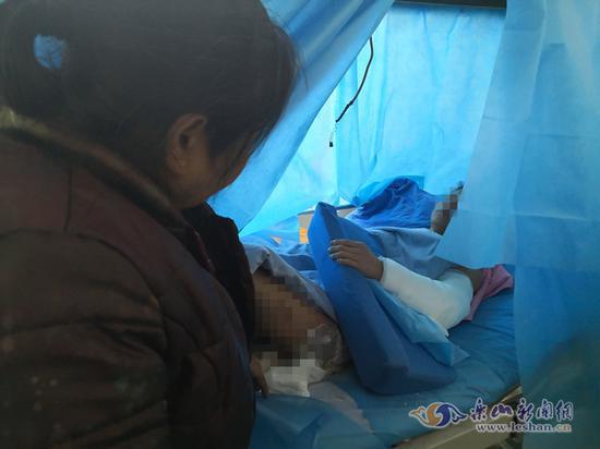 四川沐川18岁小伙浴室生火取暖 一氧化碳中毒烧伤