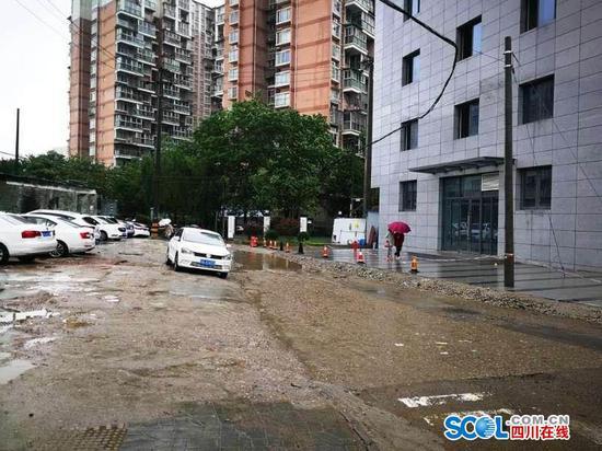 成都锦江区菱窠路烂路何时修好?官方回复