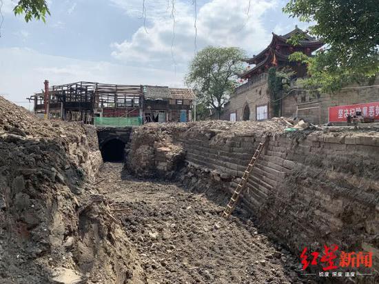 四川三台发现疑似明清时期石拱桥和护城河