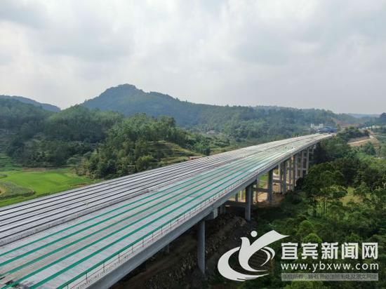 成宜高速五通大桥全桥贯通。(成宜高速公司 供图)