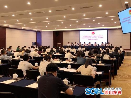 万霞等19人递补为团四川省委委员