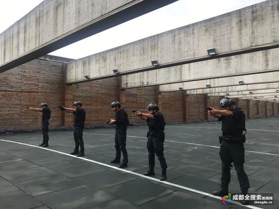 """比拼警察手枪射击 """"黑豹突击队""""特警备战世警会"""