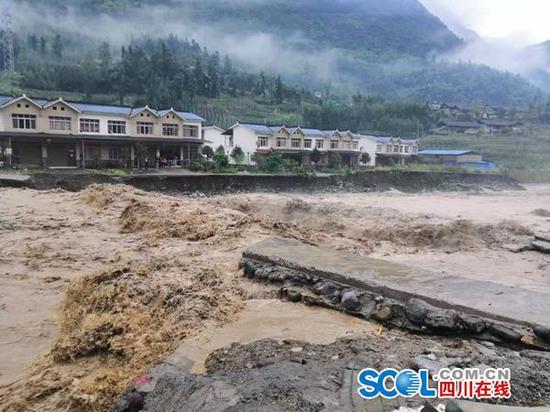 暴雨致青衣江流域部分河段出现超百年一遇特大洪水