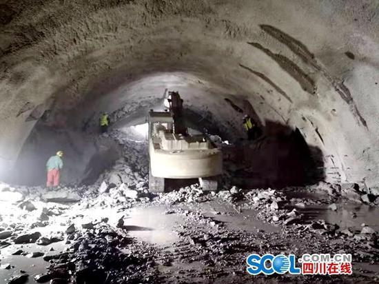 穿越6条地质断层 成昆铁路复线盐边隧道贯通