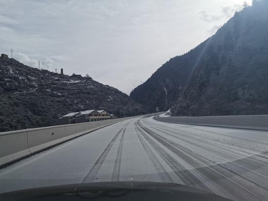 阿坝州理县出现大雪天气 最大降雪量为5.8毫米