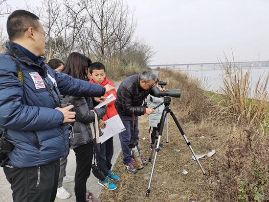 志愿者在新津调查(成都观鸟会供图)