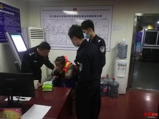 跳入水温15度的长江轻生 女子漂流9公里后获救