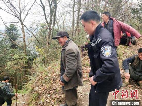 六旬老人深山迷路3天2夜 警民合力搜寻56小时成功救出