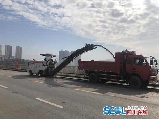 """""""服役""""38年的泸州长江大桥今起封闭施工 禁止通行"""