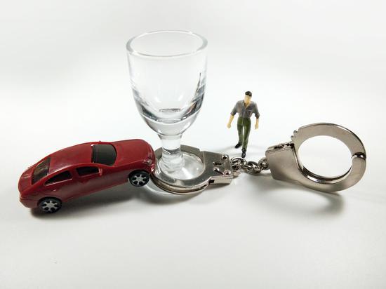 男子酒后驾车酿事故请民警帮忙 多次行贿遭拒竟偷换送检血样