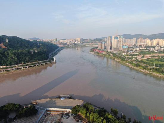 ↑长江、岷江、金沙江在宜宾汇合。