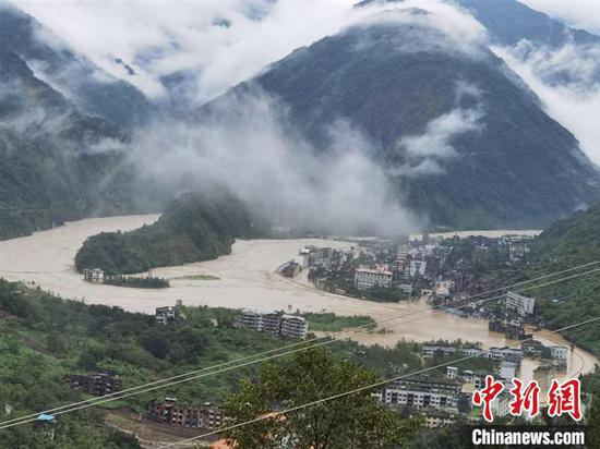 受暴雨袭击的北川老县城地震遗址。 付勇 摄