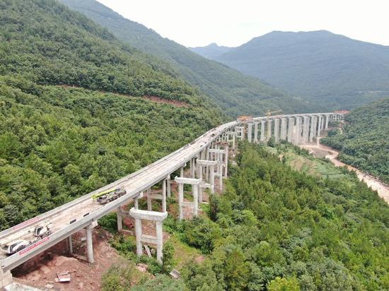 突破性进展!巴万高速最长大桥——陈家河特大桥左幅贯通